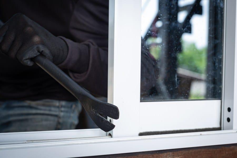 Cómo evitar robos en la vivienda durante el verano